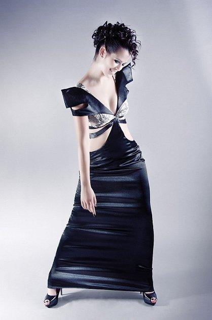 Na prvním ročníku lipnického bienále budou moci návštěvníci vidět ispolečenské šaty oděvní výtvarnice Venduly Šubrtové.