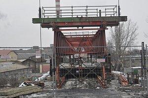 Jeden z Dluhonských mostů je pryč