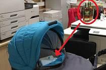Do kočárku se pokoušela ukrýt kradené láhve whisky zlodějka, která je odcizila v neděli v jednom z přerovských obchodů.