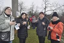 Tradiční novoroční výstup na Čekyňský kopec letos přilákal více než 670 lidí. Je to o něco méně než loni, ale i tak byla nálada skvělá.