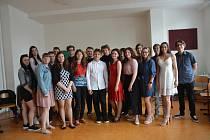 Pro vysvědčení si přišli v pátek žáci Základní školy Trávník v Přerově. Pro deváťáky bylo slavnostní předání vysvědčení poslední možností ke společnému setkání - po prázdninách se totiž rozprchnou na střední a odborné školy.