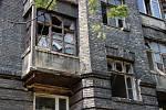 Léto 2013. Chátrající Škodova ulice v Přerově jako zázemí pro bezdomovce a obří smetiště