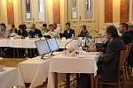 Jednání přerovského zastupitelstva o koupi hotelu Strojař