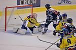 Hokejisté Přerova (ve žlutém) proti Vítkovicím neměli šanci.