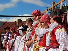 Na nádvoří přerovského zámku a na Horním náměstí se uskutečnil jedenáctý ročník folklorního festivalu V zámku a podzámčí, který hostil na několik folklorních souborů.