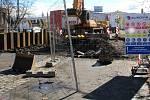 Stavba tzv. průpichu v Přerově, 12. března 2021. Pracuje se v přednádraží, v Tovární ulici i v areálu bývalé Juty