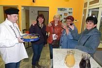 Pohodový večer si užili v sobotu lidé v Tučíně, kde se konal už třetí ročník Tučénského vinobraní