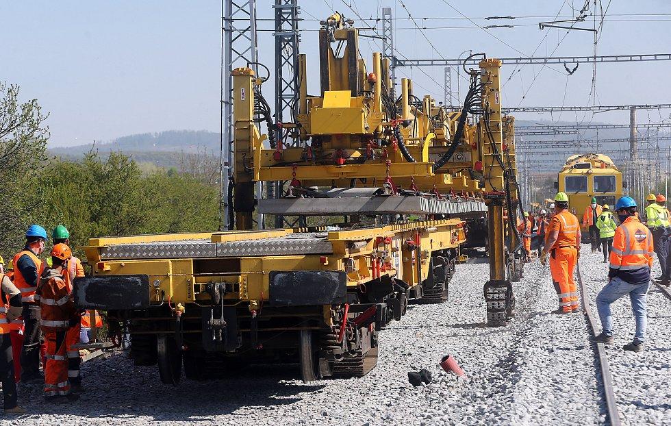 Modernizace železniční trati u Prosenic, instalace unikátní výhybky umožní zvýšení rychlosti vlaků až na 160 km/h