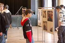 Výstava fotografiií chlapců z nízkoprahového klubu Metro v Přerově.
