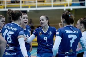 Přerovské volejbalistky (v modrém) podlehly v úvodním čtvrtfinále poháru Liberci 1:3.