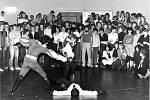 Vystoupení Markus M na Komuně v roce 1981. Historicky první veřejné vystoupení přerovské skupiny historického šermu Markus M se konalo v roce 1981 na Komuně. Zlatá éra diskoték trvala v Přerově od roku 1980 do roku 1985.