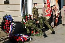 Další pietní akt se konal ve čtvrtek dopoledne také u památníku významného přerovského legionáře Jana Gajera v centru města.