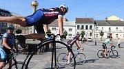 Veřejná cyklotour Na kole dětem, která má pomoci onkologicky nemocným dětem, dorazila na Masarykovo náměstí v Přerově.
