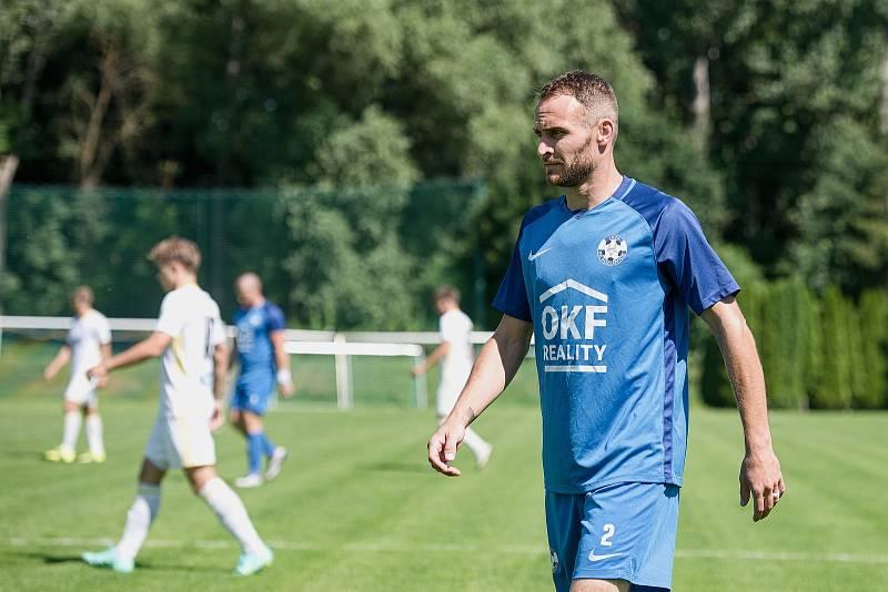Fotbalisté Kozlovic (v modrém) proti rezervě Zlína.