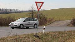 Křižovatka u Želatovic je nebezpečná, upozorňují řidiči.
