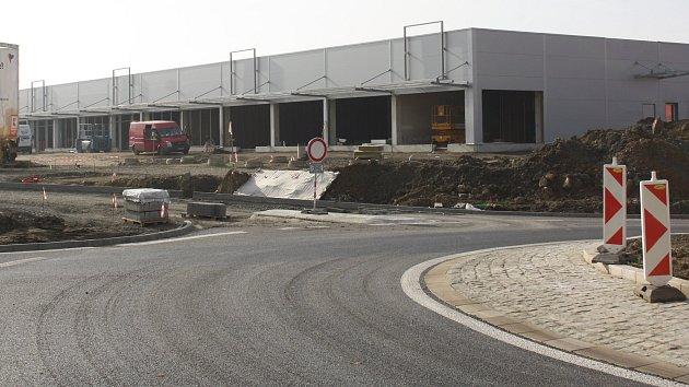 Stavba nákupního centra a rondelu v Želatovské ulici v Přerově