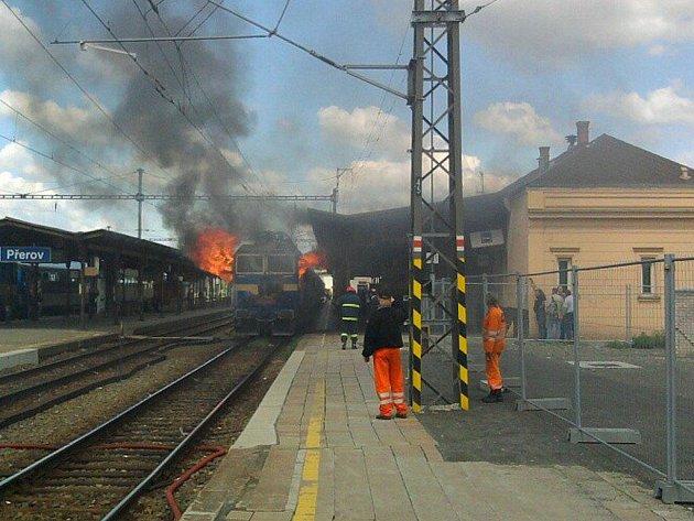 Požár lokomotivy na nádraží v Přerově