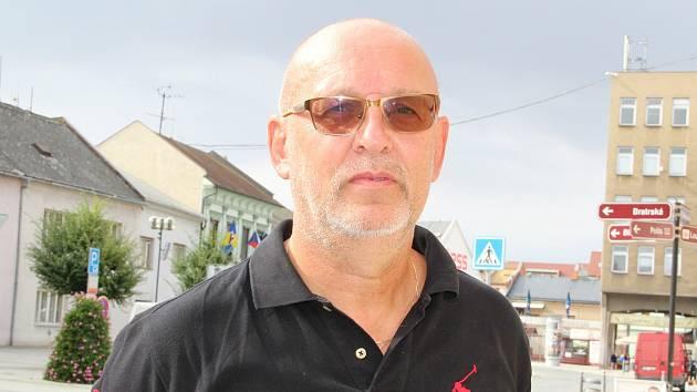 Ředitel Základní a Mateřské školy v Horní Moštěnici Libor Kubík.