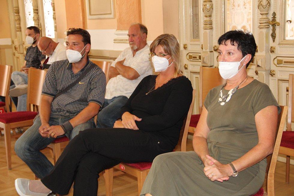 Kvůli obavám ze zvýšení dopravy vystoupili na jednání přerovského zastupitelstva obyvatelé Lověšic.