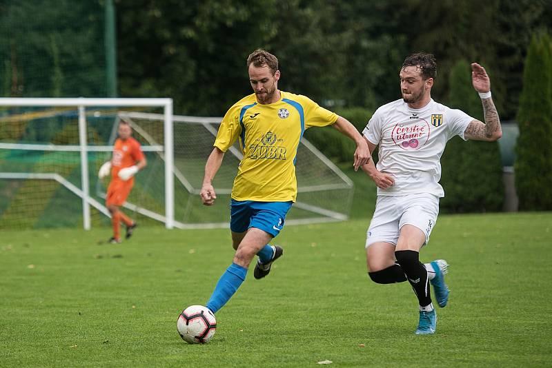 Fotbalisté Kozlovic (ve žlutém) proti Strání. Zdeněk Matějka