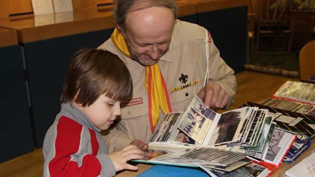 Skautský oddíl Lipenská dvojka přiblížil svou téměř stoletou historii návštěvníkům, kteří zavítali v sobotu odpoledne do výstavního sálu Domeček v Městské knihovně v Lipníku.