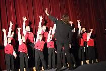 Co je to houslový klíč? A jaké má stupnice noty? To se dozvěděly děti z přerovských mateřských škol, které zavítaly v pondělí dopoledne do kina Hvězda na představení Hudebního divadla z Hradce Králové