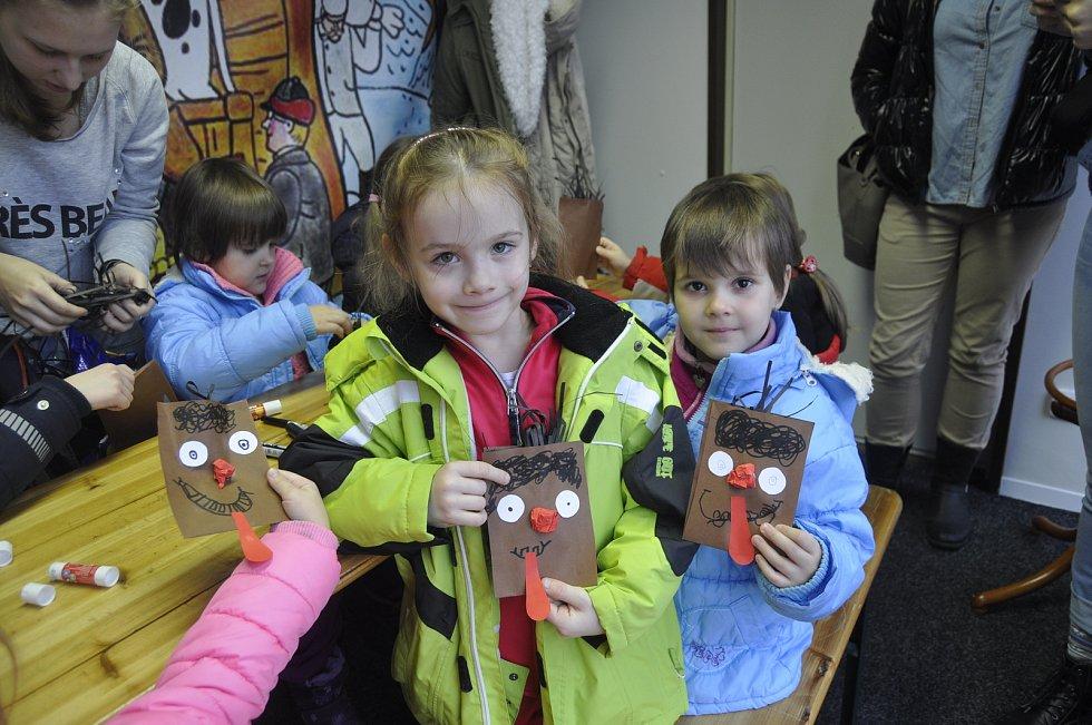 V Ježíškově dílně na Masarykově náměstí v Přerově si mohou děti vyrobit pěkné dárky a dekorace.