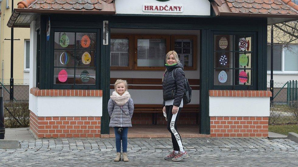 Velikonoční výzdoba zastávky v Hradčanech na Přerovsku, březen 2021
