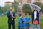 Nové sportoviště na Základní škole Za mlýnem pokřtili v pátek společným zápasem přerovští radní a fotbalové legendy.