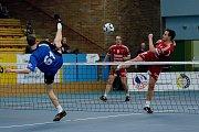 Jubilejní 10. ročník mezinárodního turnaje nohejbalových trojic Honemsem Nohejbal Přerov. Vítězný tým Modřice A (v modrém).