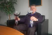 Prestižní anketa Zlatý kanár se v Přerově uskuteční už pojedenácté. Petr Huťka, prezident TK Precolor Plus Přerov, si z každého ročníku nechává na památku jednoho Kanára.