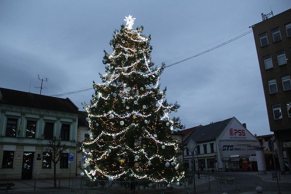 Vánoční strom na Masarykově náměstí v Přerově, 29. listopadu 2020