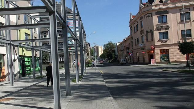 Záludná křižovatka ulic Jaselská, Čechova a náměstí Svobody