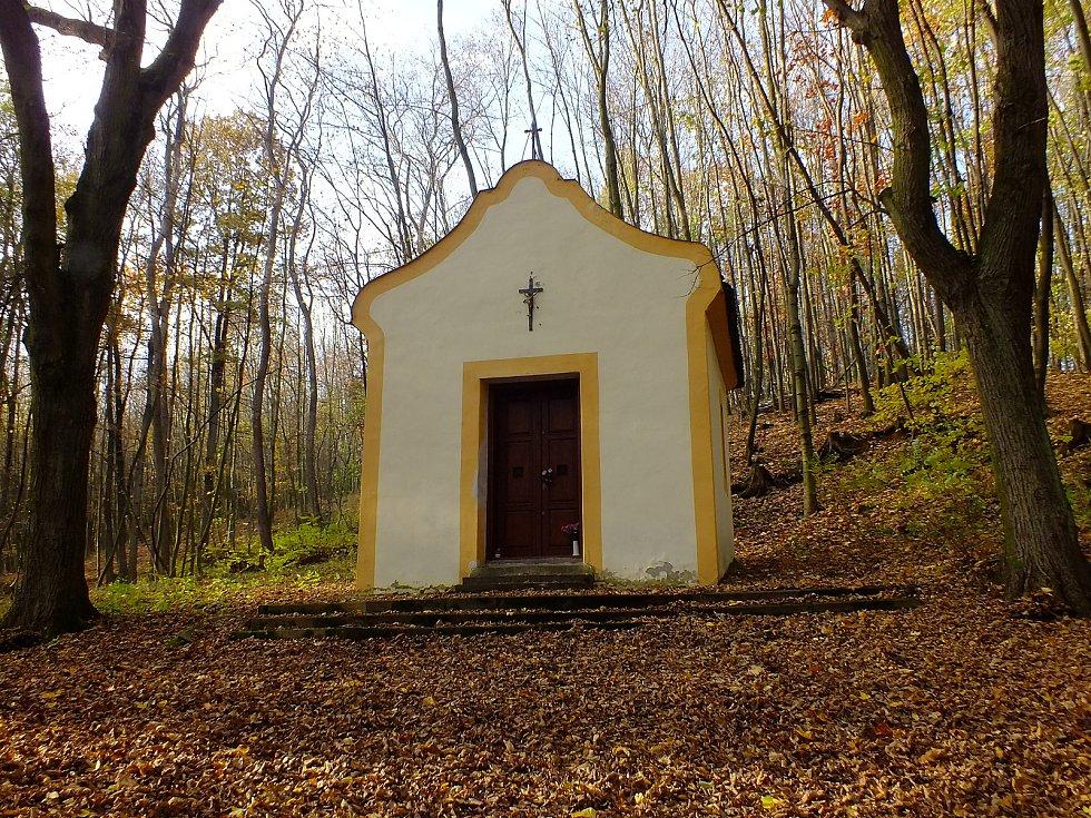 Kaplička a Svatá studánka ve Staré Vsi na Přerovsku.
