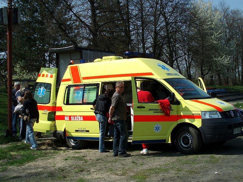 Téměř letní teploty vylákaly stovky lidí do sporotvního areálu v Brodku u Přerova na Den s integrovaným záchranným systémem.