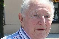 Ze svitku Tóry ze synagogy v Lipníku nad Bečvou zřejmě jako poslední četl Jiří Schreiber. Muž, který přežil holocaust, žije nyní v Pardubicích. Na svitek upozornil americký rabín, jehož komunita o svitek pečuje.