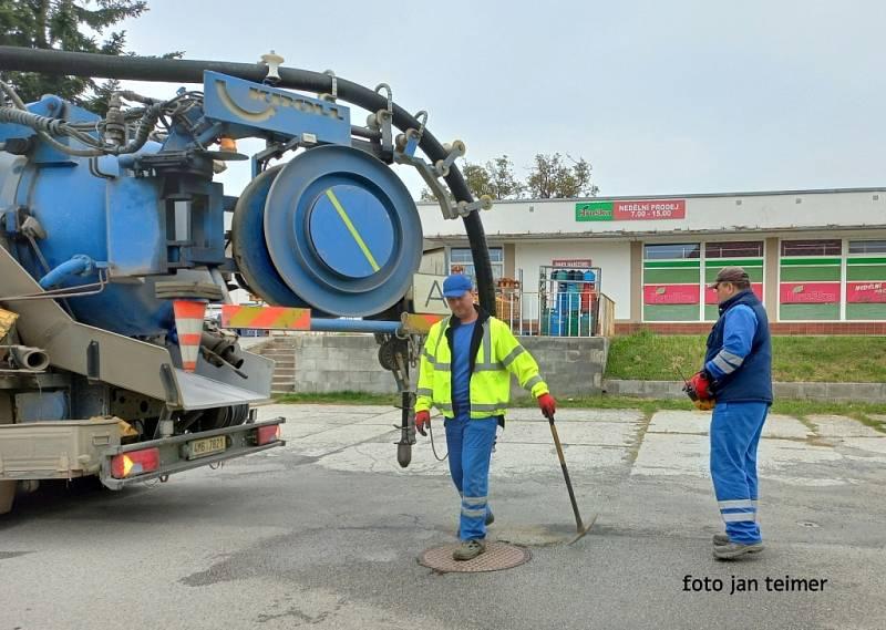 Kontrola kanalizační sítě v Brodku u Přerova.