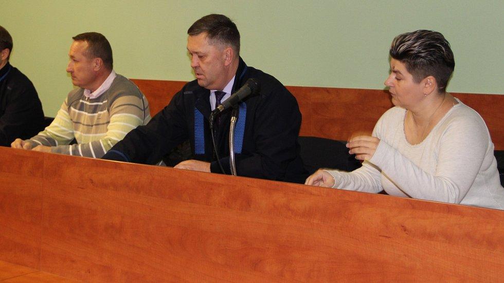 Soud začal rozplétat okolnosti útoku na skupinu romských dětí, ze kterého byl obžalovaný manželský pár z Přerova