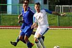 Fotbalisté Přerova v domácím utkání s TJ Sokol Ústí (v modrém)
