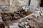 Archeologický tým, který bádá na hradě Helfštýně