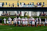 Přerov Mammoths (v bílém) vs. Vysočina Gladiators ve 2. lize amerického fotbalu.