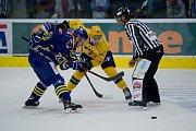 Hokejisté Přerova (v modrém) proti VHK Robe Vsetín