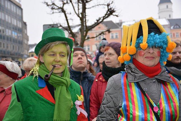 Masopustní veselí rozjasnilo v sobotu ulice Přerova. V centru města, kterým procházel průvod masek, panovala skvělá nálada a lidé se dobře bavili.