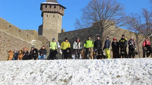 I v mrazech se lidé rozhodli pokořit hrad Helfštýn. Na čtyřicátém ročníku novoročního výšlapu se jich nakonec sešlo 1964. Letošní ročník se nesl v duchu vzpomínek na Marcelu Kleckerovou.