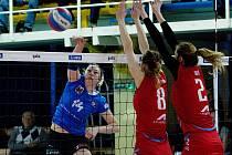 Volejbalistky Přerova (v modré) ve druhém čtvrtfinále extraligy žen proti Prostějovu