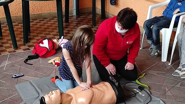 Děti ze školní družiny při ZŠ Svisle v Přerově se učily první pomoc.
