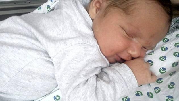 Oliver Chrobák, Hranice, narozený dne 28. prosince 2015 v Přerově, míra: 53 cm, váha: 4226 g