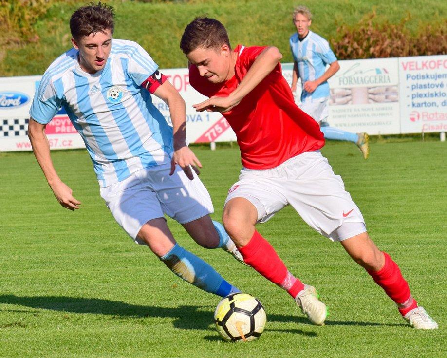 Fotbalisté Brodku u Přerova (v červeném) porazili Určice 4:2.