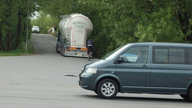 Nebezpečná křižovatka ulic Tržní – Polní – Dluhonská v Přerově se snad brzy dočká nového dopravního řešení.
