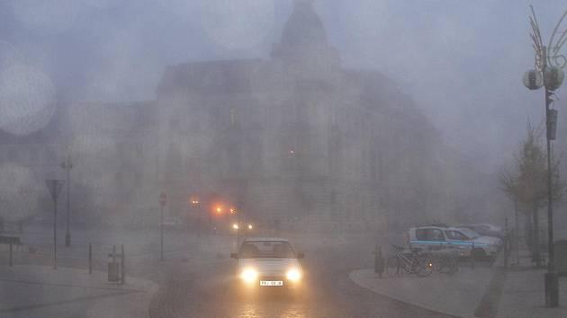 Teplý začátek týdne vystřídala inverze a chladno s teplotami pod bodem mrazu
